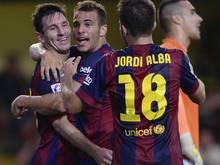Lionel Messi (l.) beglückwünscht den Torschützen Ramirez