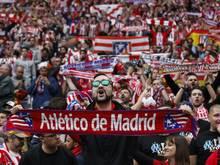 Fans bekommen Sitzschalen von Atlético geschenkt