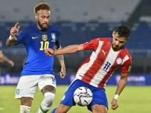 Neymar (l.) traf in Asuncion zur Führung