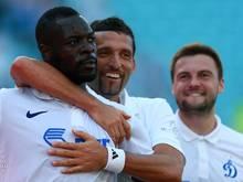 Christopher Samba (l.) erzielte das 1:0 gegen Nikosia