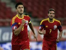 Ciprian Marica (l.) erzielt den Siegtreffer gegen Griechenland
