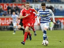 Jonas Meffert (l.) verlängert bei Holstein Kiel