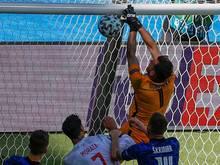 Dubravka haut den Ball ins eigene Tor