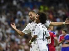 Benzema (l.) feiert einen historischen Treffer für Real