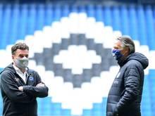 Der HSV mit Dieter Hecking (l.) spendet die Einnahmen