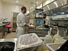 Waldhof Mannheim stellt das vorbereitete Catering zur Verfügung
