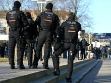 Die Polizei entfernte rund 120 Problemfans