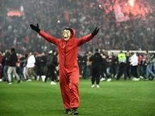 """""""Inakzeptable und abscheuliche Vorfälle"""" beim U19-Spiel des FC Bayern in Piräus"""