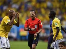 Elfmeter und Gelb nach zwei Minuten von Djamel Haimoudi
