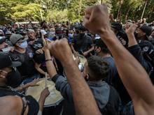 Fußballfans demonstrieren gegen Bolsonaro