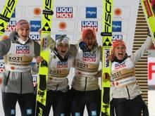 Karl Geiger und Co. gewinnen Gold im Mixed-Wettbewerb