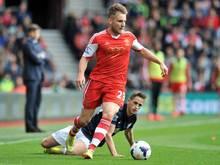 Manchester United lässt sich Luke Shaw einiges kosten