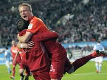 FCK-Matchwinner Philipp Hofmann wird auf Händen getragen