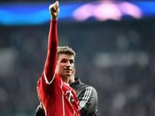 Daumen hoch für die Leistung des FC Bayern München