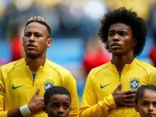 Willian (r.) ersetzt den verletzten Neymar (l.)