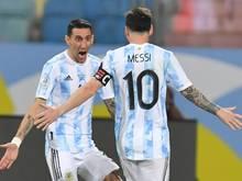 Lionel Messi feiert mit Ángel di María