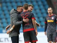 Jahn Regensburg freut sich über den ersten Saisonsieg
