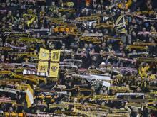 Brave Dynamo-Fans beim DFB-Pokal-Spiel gegen Dortmund