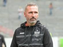 Der VfB um Trainer Tim Walter ist trotz eines 0:0 Erster