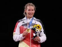 Olympiasiegerin Rotter-Focken wirbt für Corona-Impfung