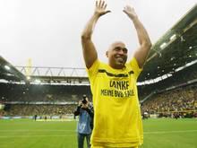 Dédé lässt sich von den BVB-Fans feiern