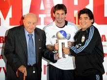 Diego Maradona (r.) und Alfredo Di Stefano (l.)