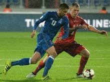 Nazarov (l.) und Aserbaidschan schlagen Färöer 2:0
