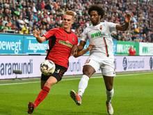 Philipp Lienhart (l.) verlängerte beim SC Freiburg