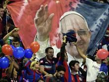 San Lorenzo honoriert Papst Franziskus