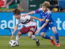 Samuel Kari Fridjonsson (r.) wechselt zum SC Paderborn