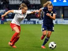 Naomi Mégroz (l.) wechselt zum SC Freiburg