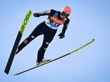 Karl Geiger siegt mit einer Weite von 232,0 m